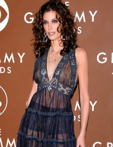 Teri Hatcher to receive a Noble Award Sunday for her work with Children's Hospital Los Angeles.  pictured at Grammys (www.babble.com)
